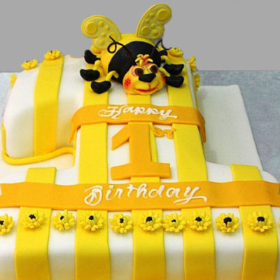 Cake with bee
