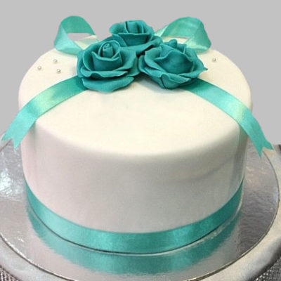 Roses Anniversary Cake Free delivery in Lahore.