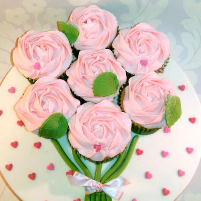 Heart and Rose Bouquet Mother's Day Cupcake in Lahore