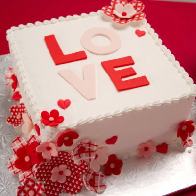 Love Flowers Valentines Day Cake in Lahore