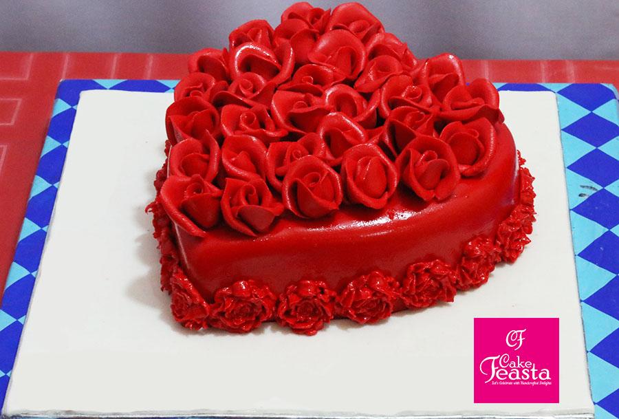 Red Flowers Heart Shape Anniversary Cake Marriage Anniversary Cake