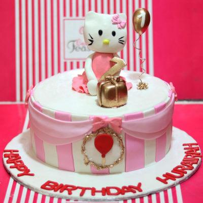Hellow Kitty Birthday Cake